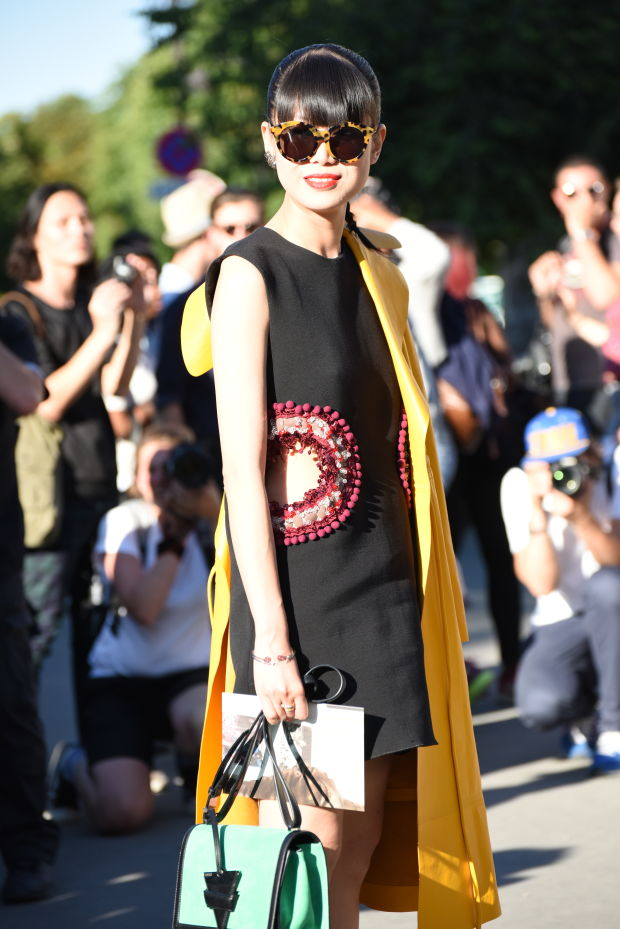 A crowd of desperate photogs is the ultimate street style accessory. Photo: Sarah Jane Barnes/Fashionista